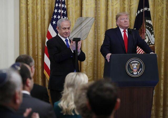 Trump'ın 'Yüzyılın Anlaşması' İmparatorun sadık valisine verdiği sadakaya benzetildi