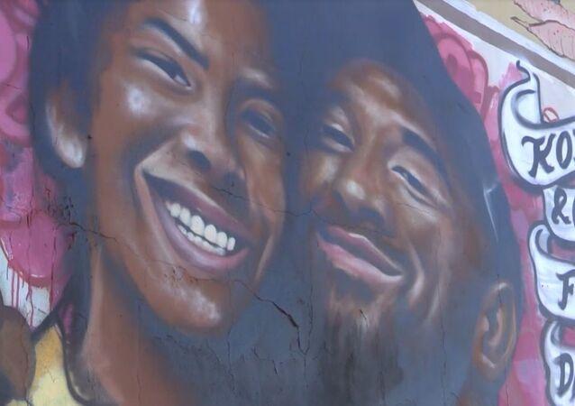 Los Angeles'ta Kobe Bryant ve kızı anısına dev duvar resmi yapıldı
