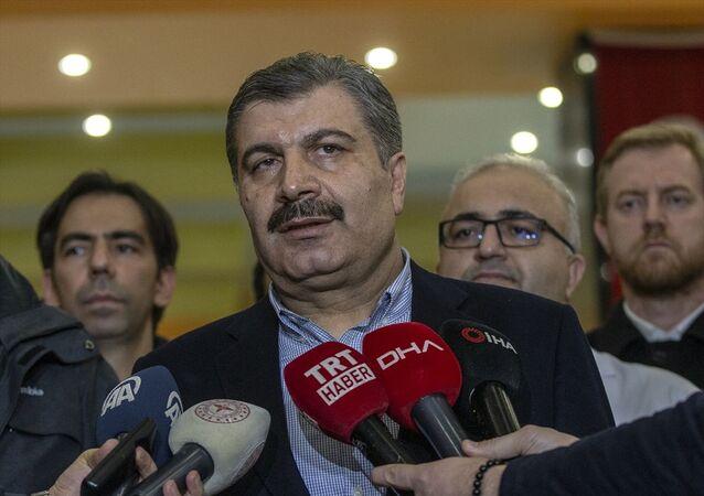Sağlık Bakanı Fahrettin Koca, İnönü Üniversitesi Turgut Özal Tıp Merkezi'nde yaralı depremzedeleri ziyaret etti. Bakan Koca, ziyaret sonrası basın mensuplarına açıklamalarda bulundu.