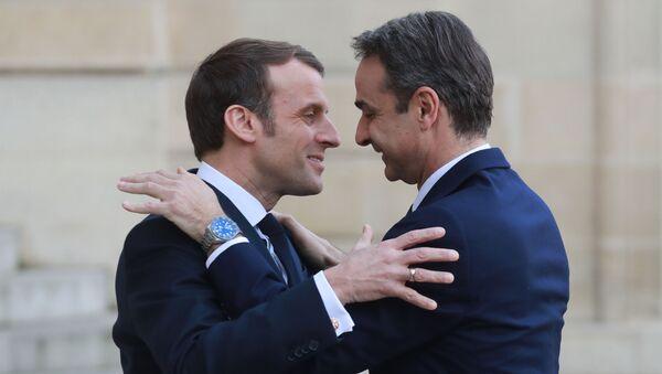 Fransa Cumhurbaşkanı Emmamuel Macron ve Yunanistan Başbakanı Kiriakos Miçotakis - Sputnik Türkiye