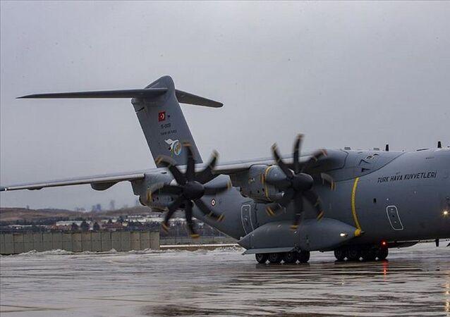 Vuhan kentindeki Türkleri ülkeye getirecek, ambulansa dönüştürülen A400M askeri kargo uçağı