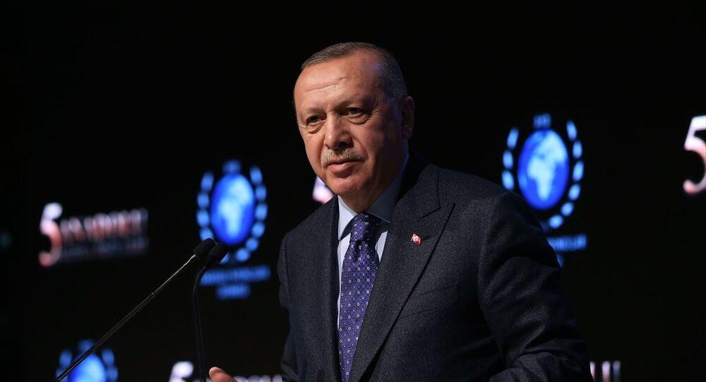 Türkiye Cumhurbaşkanı Recep Tayyip Erdoğan, Anadolu Yayıncılar Derneği tarafından JW Marriott Otel'de düzenlenen 5. Anadolu Medya Ödülleri törenine katılarak konuşma yaptı.