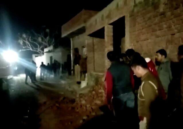 Hindistan'ın kuzeyindeki bir evde rehin tutulan en az 23 çocuk, 10 saatin sonunda polis operasyonuyla kurtarıldı.