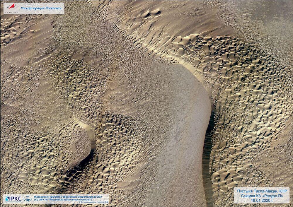 Rus Resurs-P uydusu tarafından elde edilen Çin'in batısında bulunan ve dünyanın en büyük kum çöllerinden biri olarak kabul edilen Takla Makan Çölü'nün fotoğrafı.