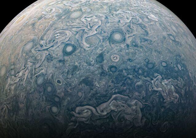 NASA'nın Juno uzay aracı tarafından görüntülenen Jüpiter'in kuzey  yarım küresi.
