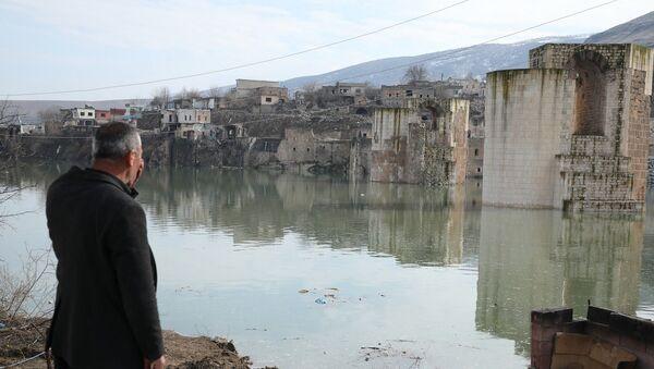 Hasankeyf'te sular hızla yükseliyor: Evler sular atında kaldı - Sputnik Türkiye