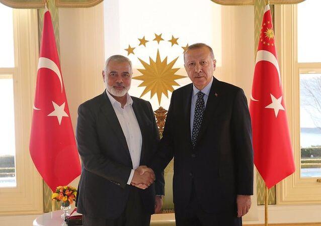 Cumhurbaşkanı Recep  Tayyip Erdoğan, Hamas Lideri İsmail Heniyye'yi Vahdettin Köşkü'nde kabul etti.