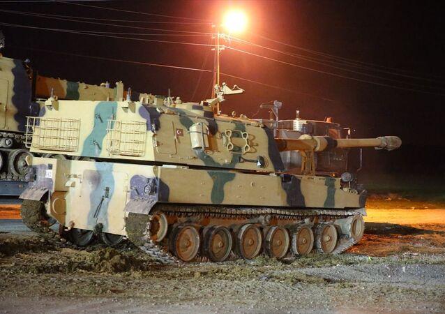 Türk Silahlı Kuvvetleri (TSK) tarafından askeri birliklere takviye olarak gönderilen zırhlı personel taşıyıcı (ZPT) ve tanklar