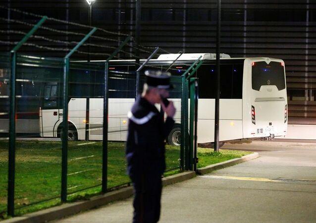 Çin'den tahliye edilen 250 Avrupa vatandaşı Fransa'ya ulaştı