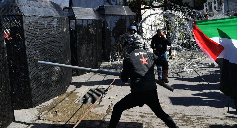 """Utanç Anlaşması, Yaşasın Filistin gibi sloganlar atan göstericiler, """"Toplum olarak önce Filistinlileri düşünmemiz gerek"""" sözleriyle uluslararası örgütlere seslendi."""