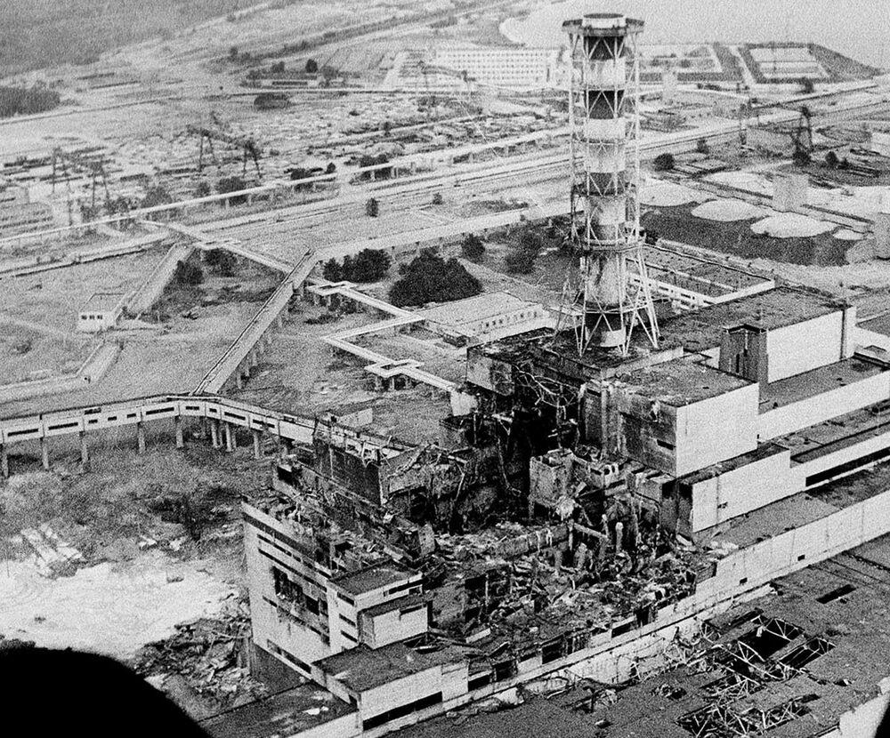 Faciadan birkaç gün sonra çekilen Çernobil Nükleer Santralinin görüntüsü, 1986 yılı.