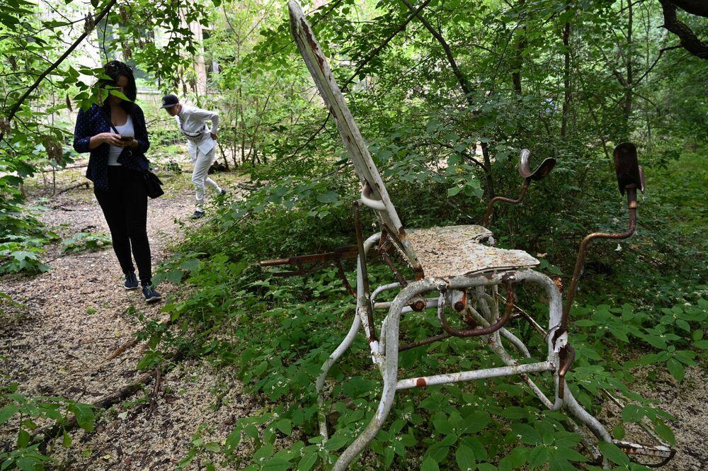 Son yıllarda popüler bilgisayar oyunlarında, sinema filmlerinde ve belgesellerde  yer bulmasıyla popülaritesi artan Çernobil ve Pripyat'a turist akınları başladı.  Yapılan turlarda turistlerin kendi başlarına dolaşmalarına kesinlikle izin verilmiyor ve turlar çeşitli kontroller eşliğinde gerçekleşiyor. Açıldığı dönemden bu yana Çernobil'i binlerce turist ziyaret etti.