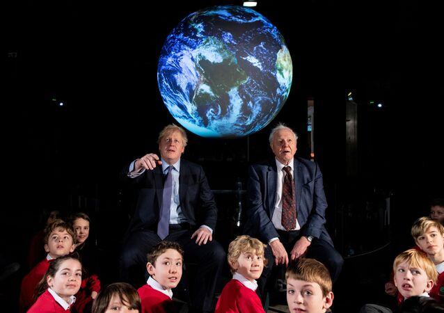 Boris Johnson kasımda Glasgow'da düzenlenecek COP 26 ile ilgili stratejisini David Attenborough eşliğinde Londra'daki Bilim Müzesi'nde açıkladı.