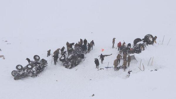 Van'da çığ altında kalanları arayan ekibin üstüne çığ düştü - Sputnik Türkiye