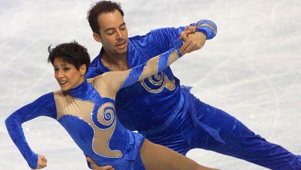 Artistik buz pateninin çiftler kategorisinde iz bırakan Sarah Abitbol (solda) ile Stephane Bernadis - Sputnik Türkiye
