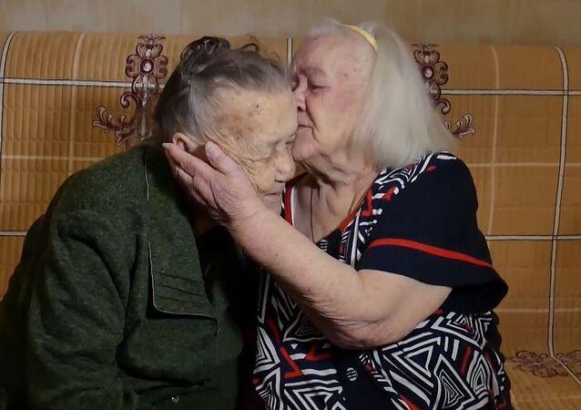 Stalingrad Savaşı'nda birbirini kaybeden iki kız kardeş 78 sene sonra buluştu