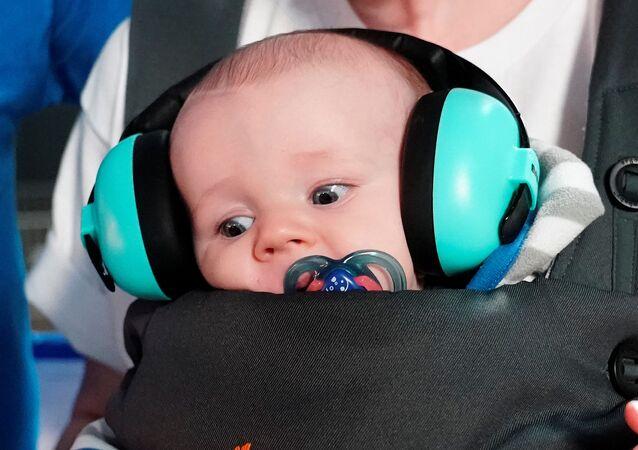 Ebeveyn tarafından mitinge götürülen bebek, ABD'nin Iowa eyaletindeki Bernie Sanders kampanyasından...