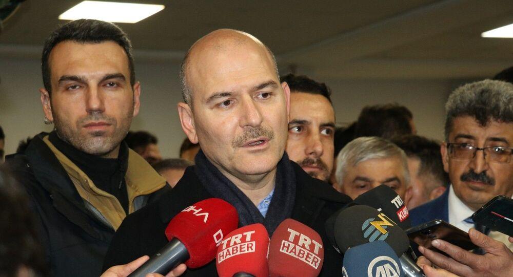 İçişleri Bakanı Süleyman Soylu Van-Bahçesaray yolunda düşen çığda yaralı olarak kurtarılanları hastanede ziyaret etti.