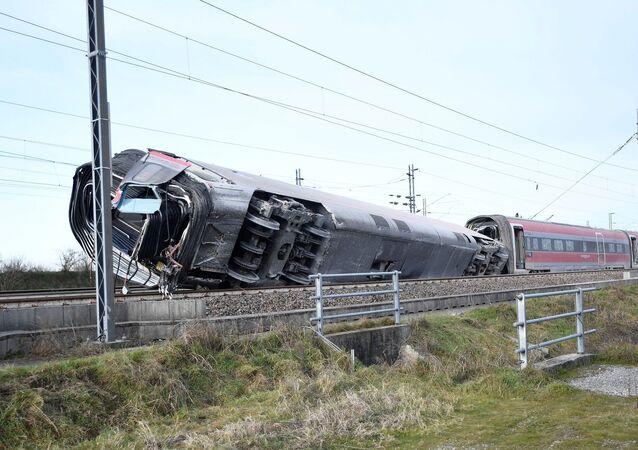 İtalya'da Milano ile Salerno kentleri arasında sefer yapan yüksek hızlı trenin raydan çıkması sonucu 2 kişi öldü.