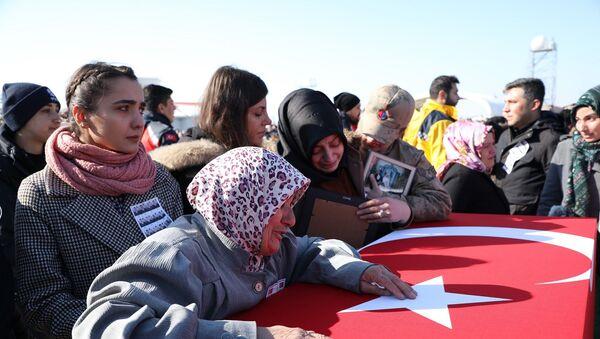 Çığ altında kalan güvenlik güçleri için tören: Aileler gözyaşlarına boğuldu - Sputnik Türkiye