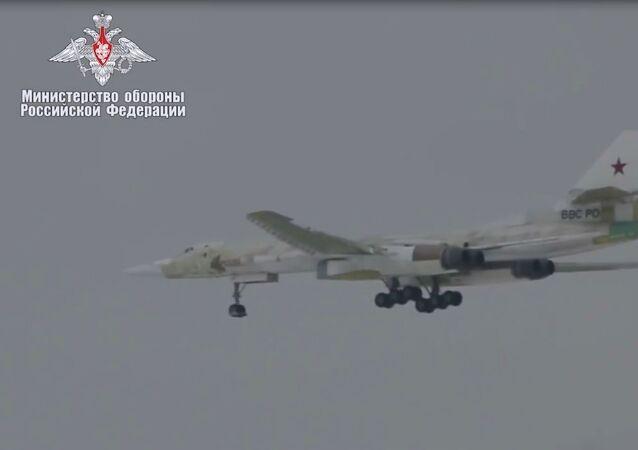 Rusya Savunma Bakanlığı Tu-160M'in ilk uçuşunun videosunu yayınladı
