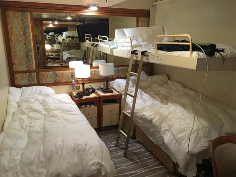 'Diamond Princess' adlı lüks yolcu gemisindeki kamaranın görünümü.