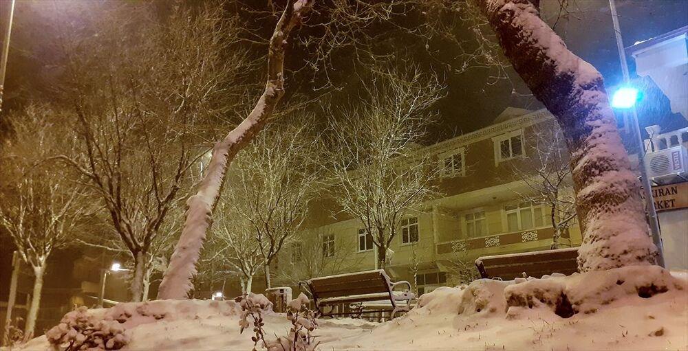 İstanbulBeykoz'da kar yağışı gece yarısından itibaren etkili oldu.