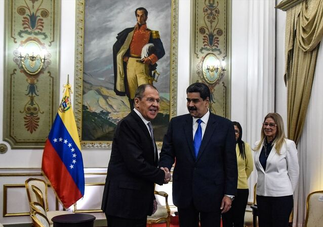 Venezuela Devlet Başkanı Nicolas Maduro (sol 2) ve Rusya Dışişleri Bakanı Sergey Lavrov (solda), Venezuela'nın başkenti Caracas'ta bulunan Devlet Başkanlığı Sarayı Miraflores'te bir araya geldi.