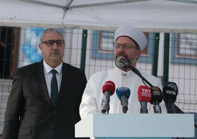 Diyanet İşleri Başkanı Ali Erbaş, Kahramanmaraş'ta Pazarcık Yatılı Hafızlık Erkek Kuran Kursu'nun açılışını yaptı. Erbaş, kursun yapımında katkı sağlayanlara plaket verdi.