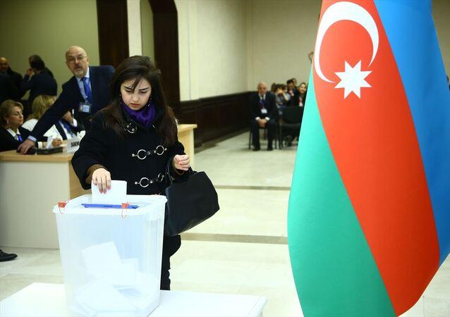 Azerbaycan'da, milletvekili seçimi için oy kullanma işlemi yerel saatle 08.00'de başladı.