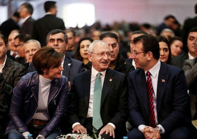 Kongreye, CHP Genel Başkanı Kemal Kılıçdaroğlu (ortada), İstanbul Büyükşehir Belediye Başkanı Ekrem İmamoğlu (sağda), CHP İstanbul İl Başkanı Canan Kaftancıoğlu (solda) da katıldı.