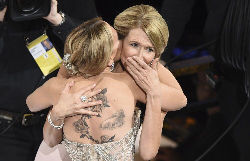 92. Oscar Ödülleri'nde En İyi Yardımcı Kadın Oyuncu Ödülü, Marriage Story filmindeki performansıyla Laura Dern'e  (sağda)  gitti