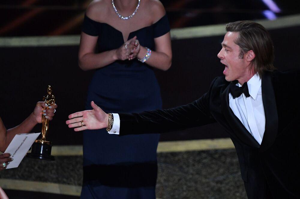 En İyi Yardımcı Erkek Oyuncu' ödülünü de 'Bir Zamanlar Hollywood'da' (Once Upon a Time in Hollywood ) filmindeki rolüyle Brad Pitt kazandı.