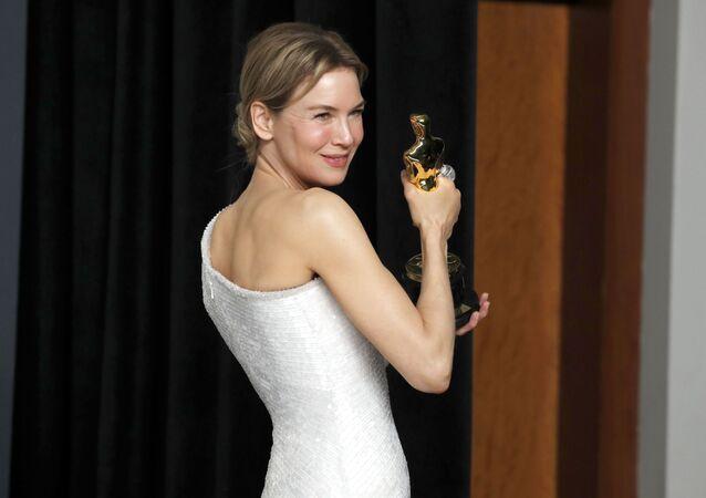 'Judy' filmi ile 'En İyi Kadın Oyuncu' ödülünü Renee Zellweger kazandı.