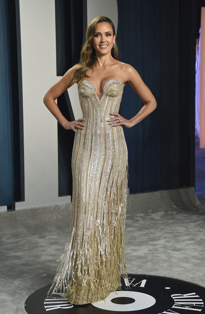 Vanity Fair partisine katılan oyuncu Jessica Alba.