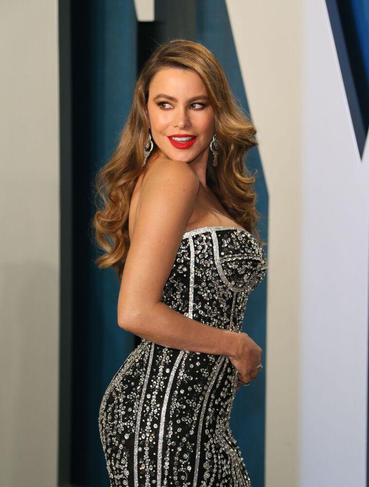 Oscar Ödül Töreni sonrası düzenlenen geleneksel Vanity Fair partisine katılan oyuncu Sofia Vergara