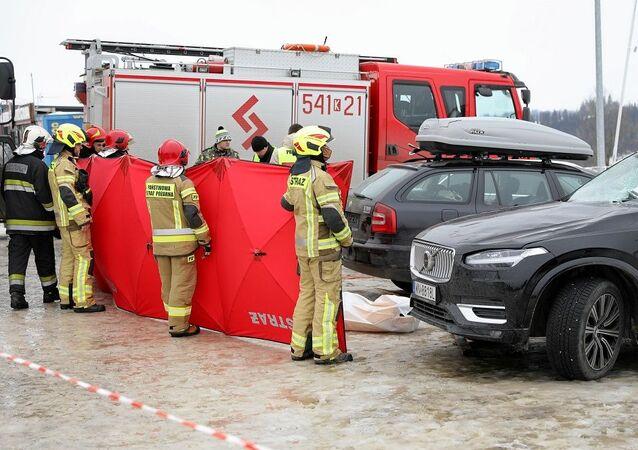 Polonya'da fırtına: Yerinden sökülen dükkan çatısı 2 kişiyi öldürdü