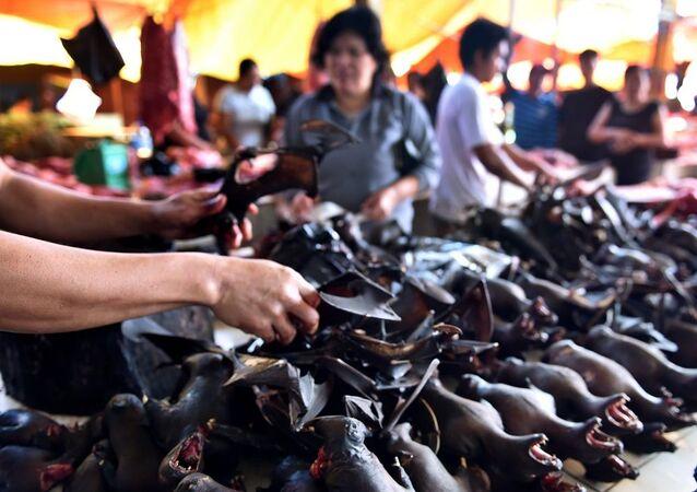 Endonezya'da bir vahşi hayvan pazarı