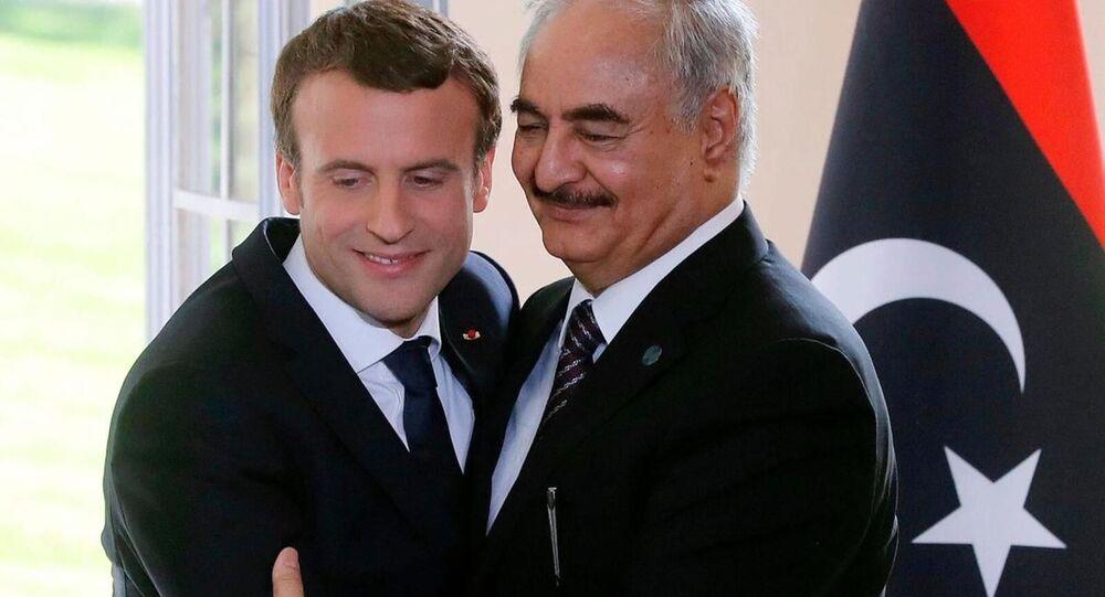Fransa Cumhurbaşkanı Emmanuel Macron ve Libya Ulusal Ordusu lideri Halife Hafter