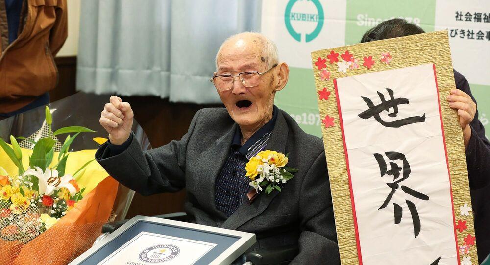 Japonya'da 112 yaşındaki Chitetsu Watanabe, Guinness Dünya Rekorları tarafından dünyanın en yaşlı erkeği kabul edildi.