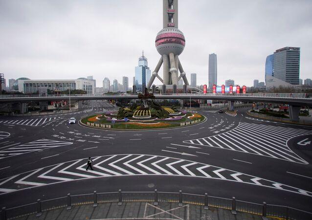Şanghay'da çekilen bu kare, kentteki virüs korkusunun ulaştığı boyutu gözler önüne seriyor.