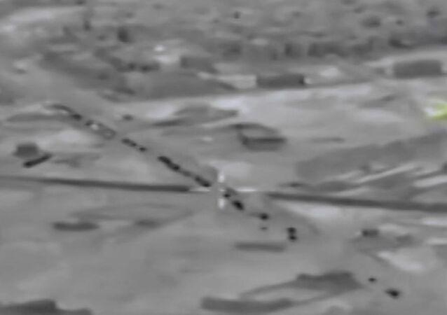 İdlib'e doğru ilerleyen Türk askeri konvoyu görüntülendi