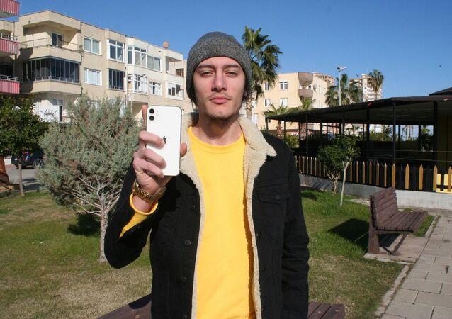 Çayan Temel, Apple'dan kazandığı ödülü depremzedelere bağışladı