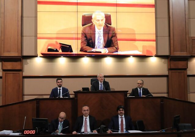 İstanbul Büyükşehir Belediyesi Şubat ayı ikinci oturumu Saraçhane'deki başkanlık binasında 1. Başkanvekili Zeynel Abidin Okul (arka sıra ortada) başkanlığında yapıldı.