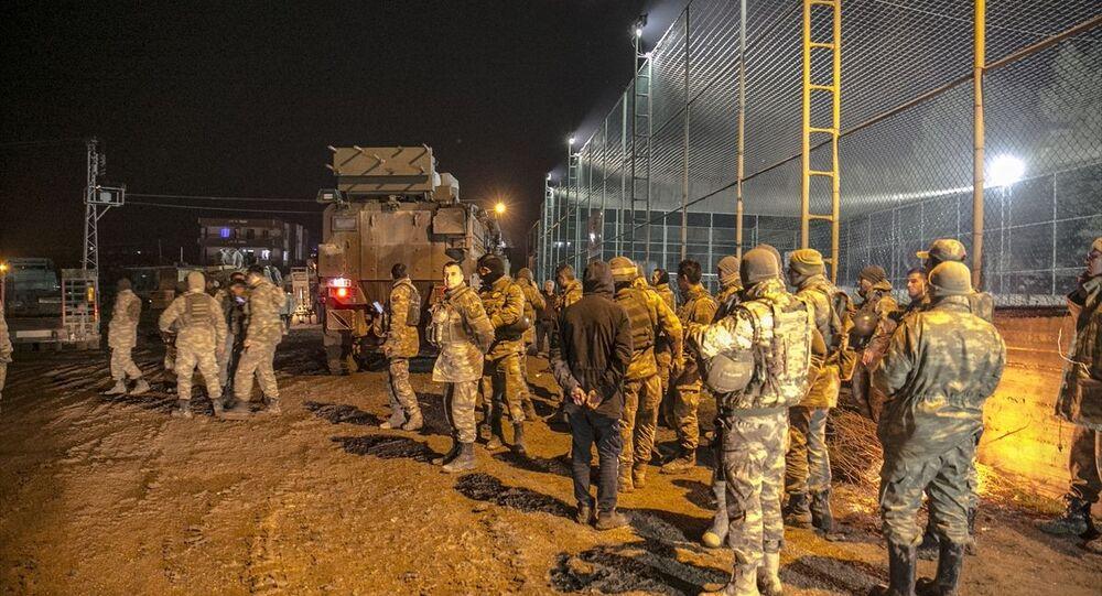 Türk Silahlı Kuvvetleri (TSK) tarafından, İdlib'deki gözlem noktalarına komando takviyesi yapıldı.