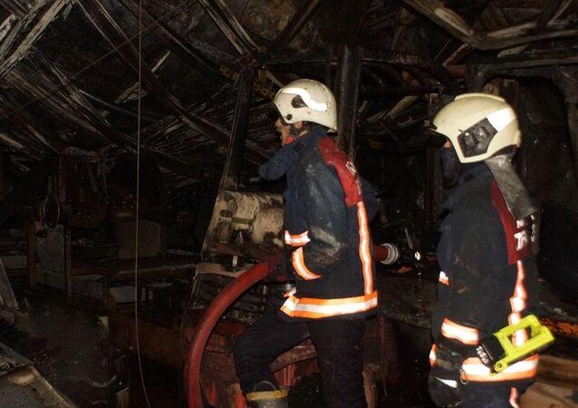 Ankara'nın Akyurt ilçesinde bir makine üretim fabrikasında çıkan yangın hasara neden oldu.