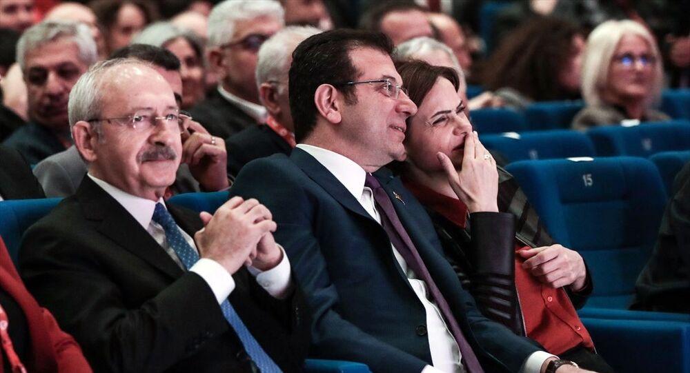 Türkiye Devrimci İşçi Sendikaları Konfederasyonu'nun (DİSK) 16. Olağan Genel Kurulu, Haliç Kongre Merkezi'nde düzenlendi. Kongreye, CHP Genel Başkanı Kemal Kılıçdaroğlu (solda), İstanbul Büyükşehir Belediye Başkanı Ekrem İmamoğlu (ortada) ve CHP İstanbul İl Başkanı Canan Kaftancıoğlu (sağda) katıldı.