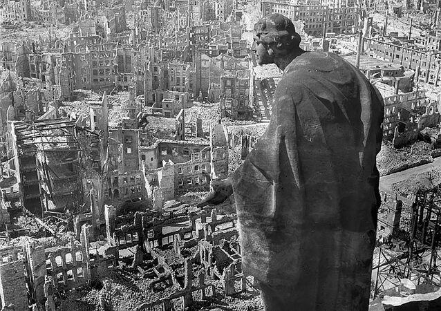 Dresden bombardımanında kentin merkezini yok eden bi yangın fırtınası oluştu.