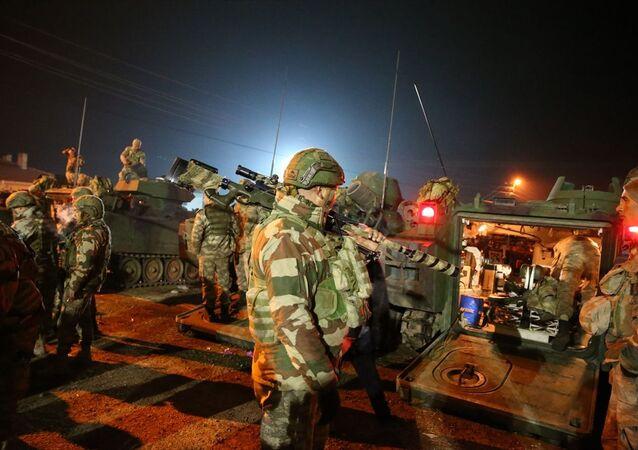 Türk Silahlı Kuvvetleri (TSK) tarafından İdlib'deki gözlem noktalarına komando takviyesi yapıldı. Türkiye'nin farklı birliklerinden gönderilen çok sayıda komandonun bulunduğu 60 araçlık konvoy, Hatay'ın Reyhanlı ilçesine ulaştı. Zırhlı personel taşıyıcıların yer aldığı konvoy, geniş güvenlik önlemleri altında İdlib'deki gözlem noktalarına yönlendirildi.