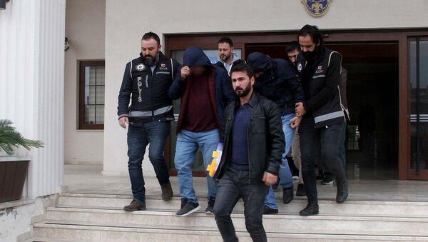 Muğla Fethiye merkezli Kocaeli ve Aydın'da gerçekleştirilen fuhuş operasyonunda adliyeye sevk edilen 9 şüpheliden 4'ü tutuklandı.  - Sputnik Türkiye